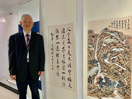 88岁的华人书画家王懋轩和他的作品。
