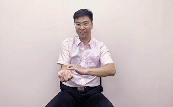 腕隧道症候群自我检测动作三。(复健科医师陈冠诚提供)