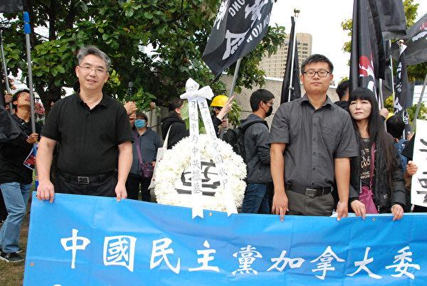 大陸移民賴建平律師(左)表示,中國人應該擺脫共產黨的殘酷壓迫、專制和奴役。(伊鈴/大紀元)