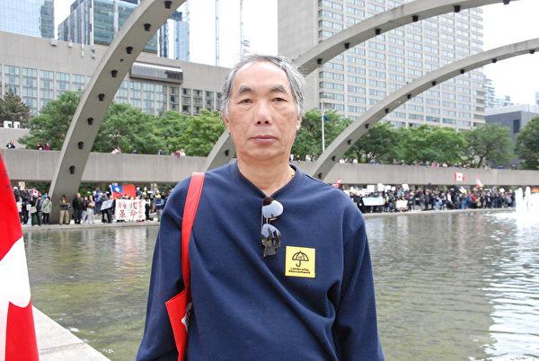 移民加拿大近40年的越南華人方先生(John Foung )呼籲全世界聯合起來,共同對抗共產極權政府。(伊鈴/大紀元)