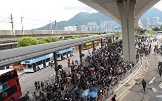 香港机场和平抗议遇警驱散追捕