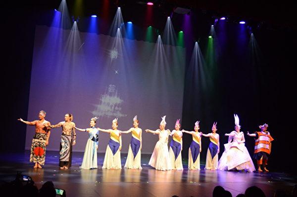"""图:""""海洋庆典""""巡演抵达温哥华,美妙诙谐的艺术飨宴征服了温哥华观众。(邱晨/大纪元)"""