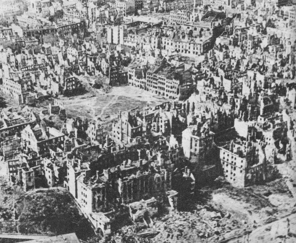 二戰後滿目瘡痍的華沙。(維基百科公有領域)