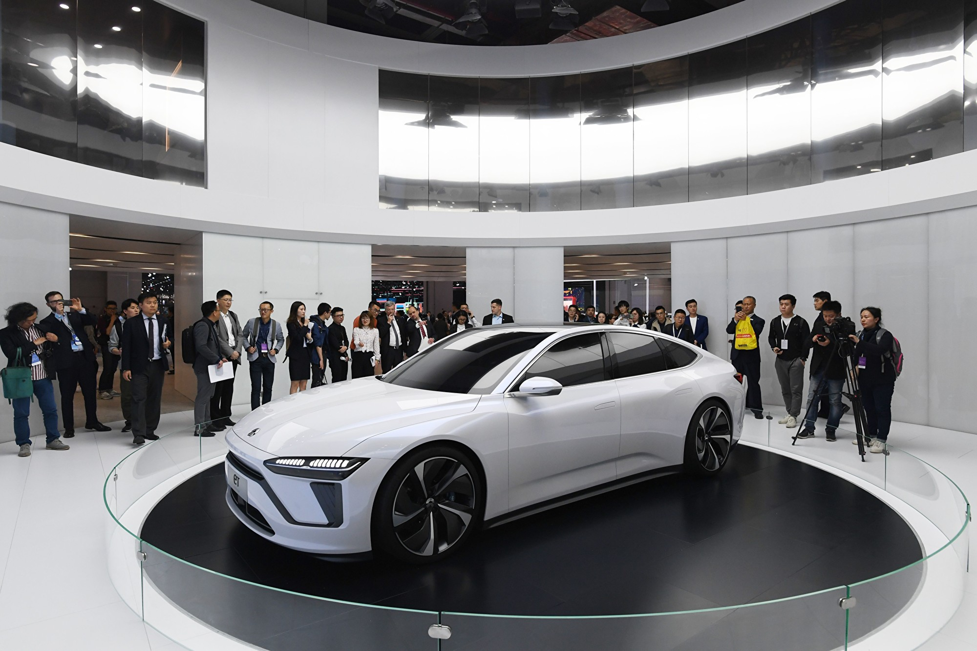 蔚來汽車今年第二季度淨虧損32.85億元人民幣,蔚來自2014年成立以來,累計虧損達400億元。圖為2019年4月16日在上海車展開幕上的蔚來ET7(未上市)汽車。 (GREG BAKER/AFP/Getty Images)