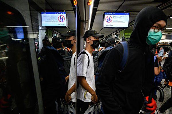 2019年9月2日,港人在港鐵站發起不合作運動。(PHILIP FONG/AFP/Getty Images)