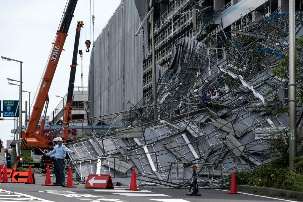 強颱橫掃日本關東 百萬戶停電陸空交通中斷