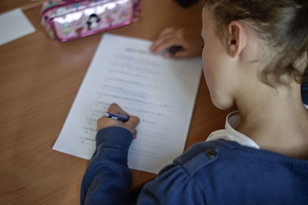 數字化後果 法國孩子手寫水平降低