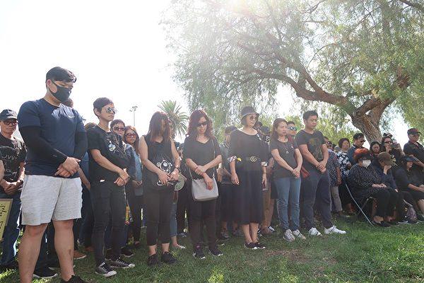 9月29 日,洛杉磯參與全球「反共送終」活動,為逝去的香港人默哀。(徐繡惠/大紀元)