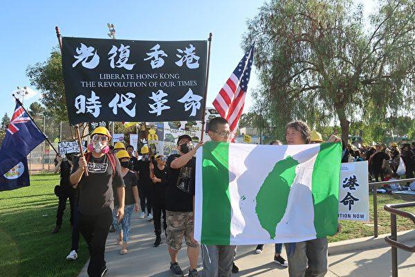 9月29 日上千人聚於洛杉磯蒙特利公園市(Monterey Park)巴恩斯公園(Barnes Park)參加「反共送終」集會遊行。(徐繡惠/大紀元)
