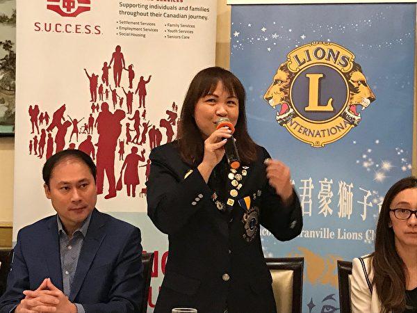 圖:溫哥華君豪獅子會籌辦敬老宴展現慈善愛心,圖為君豪獅子會創會會長劉愛萍小姐。(邱晨/大紀元)