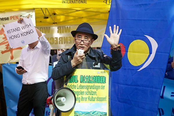 2019年9月14日,多團體齊聚德國科隆譴責中共,聲援香港民眾五大訴求。圖為南蒙古大呼拉爾(議會)主席、自由亞太聯盟副主席席海明在集會上發言。(黃芩/大紀元)