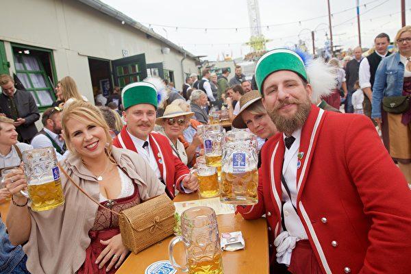 组图:慕尼黑啤酒节开幕 重头戏大游行上场