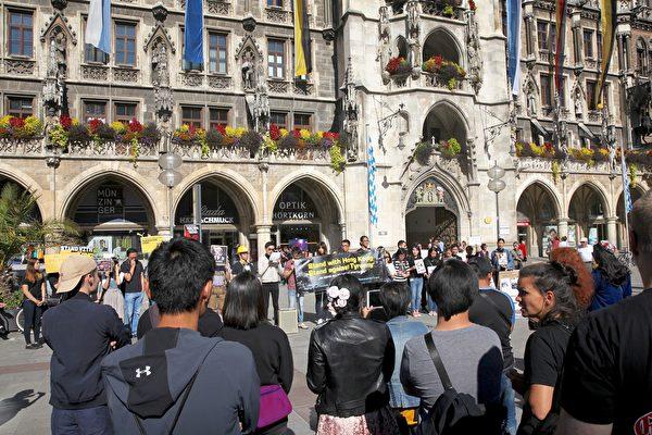 2019年9月29日,香港留學生、港僑等各界人士在慕尼黑瑪琳廣場集會,聲援香港民眾反極權的運動。圖為集會現場。(黃芩/大紀元)