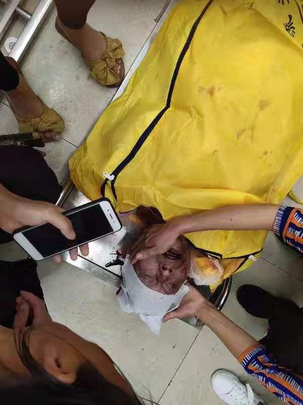 9月15日,湖南常德市臨澧縣新安鎮樟木村女支書一家3人被殺死。圖為警方聲稱的兇手邱表銀遺體。(受訪者提供)