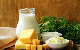 如何提升钙质吸取,预防骨质疏松?(Shutterstock)