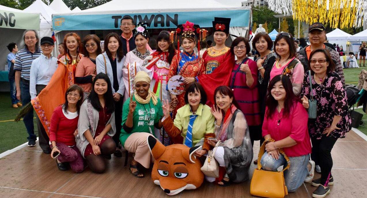 圖:2019年列治文世界節現場盛況空前,100多個民族的大型節目表演。圖為台灣社區展現的中華文化與表演。(葉憲年提供)
