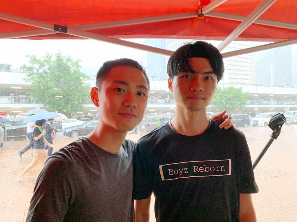 成立至今已有8年的《Boyz Reborn》,在香港年輕人中頗有知名度。其中兩名成員。(駱亞/大紀元)