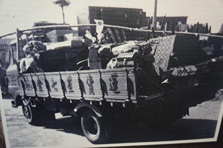 早期用货车载运嫁妆。所谓的嫁妆一拖拉库