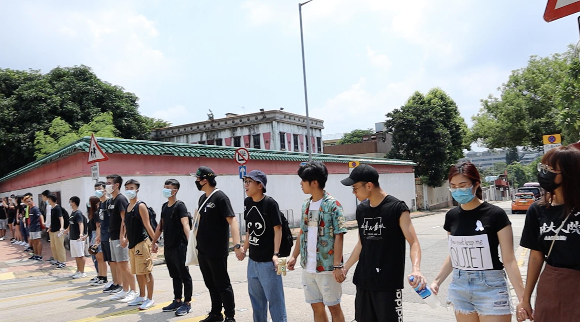 香港城大與浸大學生組成的人鏈在歌和老街相連,蔓延幾公里非常震撼。(駱亞/大紀元)