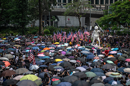 根据李孟居传给友人的照片显示,李孟居8月18日到香港出游,晚上到反送中现场,并拍照留念。图为示意图。