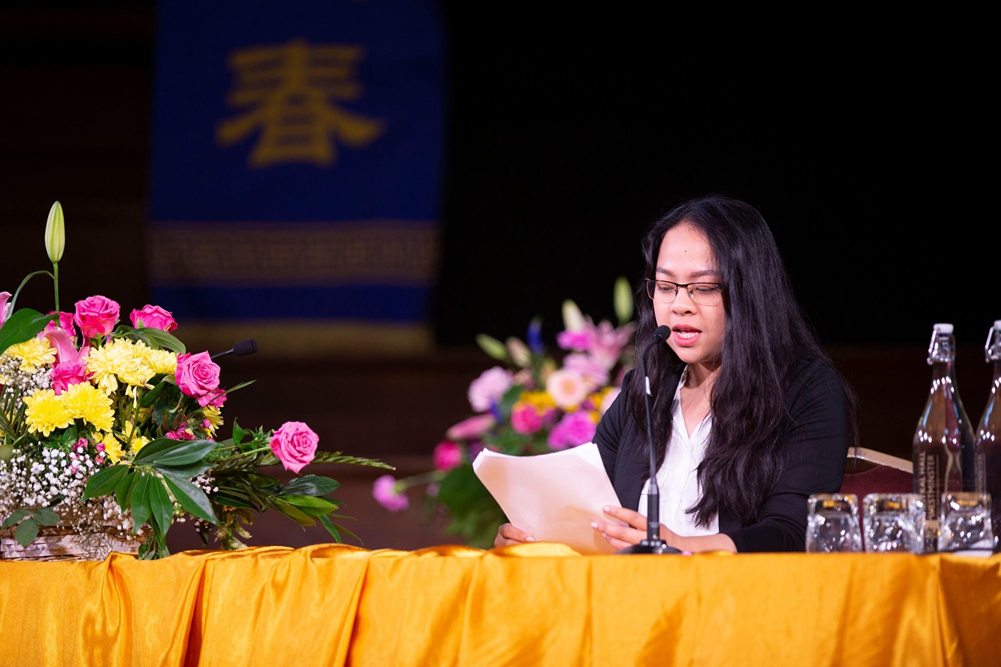 8月31日,來自越南的玲武(音譯,Linh Vo)在2019年歐洲法輪大法心得交流會上發言。(曉龍/大紀元)