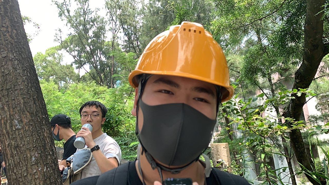 參加香港兩大學「城浸之路」的梁同學。(駱亞/大紀元)