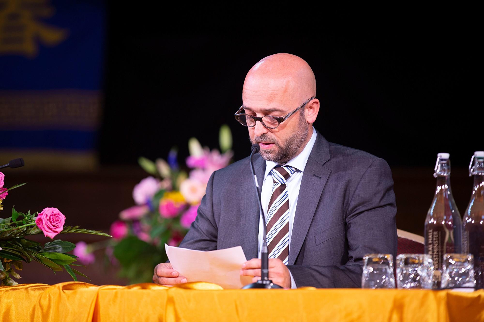 8月31日,來自比利時的馬賽厄斯‧斯洛特斯( Matthias Slaats)在2019年歐洲法輪大法心得交流會上發言。(曉龍/大紀元)