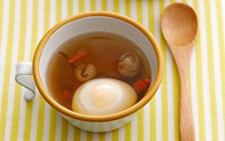 煮一碗雞蛋藥膳,幫你明目護眼、養肝補氣血。(幸福文化提供)