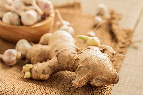 发芽的姜可食用,但腐烂的姜不能吃。(Shutterstock)