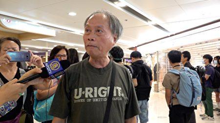 9月7日,前香港記者林先生參加靜坐抗議。他贊香港年輕人是全世界最有義氣的人。(梁珍/大紀元)