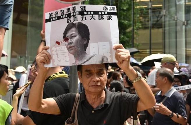 港人8月31日發起不同形式的活動,繼續抗議。圖為基督徒發起在灣仔修頓球場為香港罪人林鄭月娥祈禱大遊行。(文瀚林/大紀元)