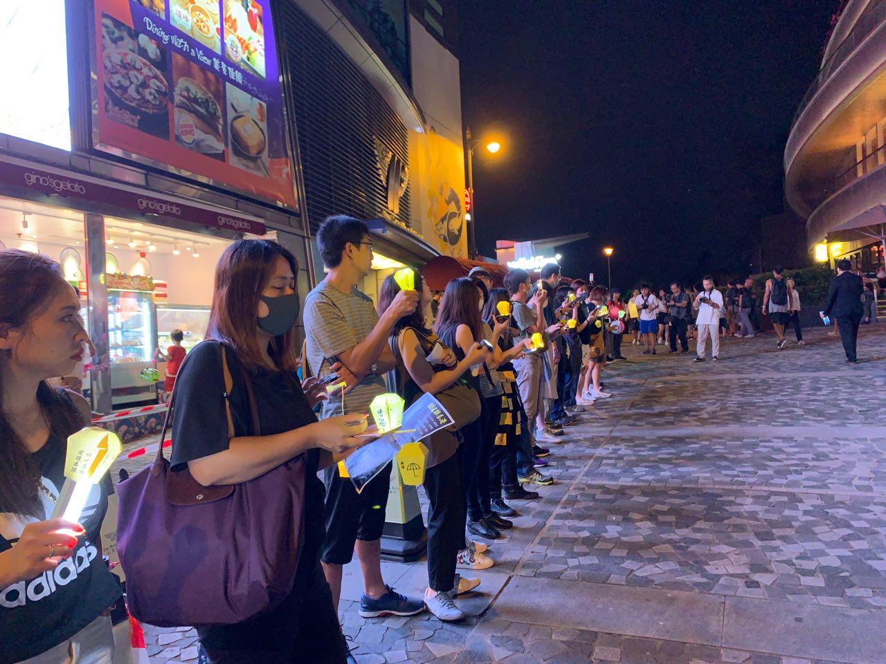 太平山中秋節,港人表達訴求「光復香港」。(駱亞/大紀元)