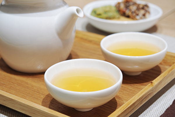 大餐過後,可以飲一杯中藥茶飲幫助消化吸收、解脹氣。(Shutterstock)