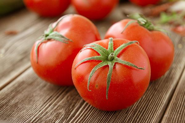 番茄與含鐵食物搭配在一起,會阻礙人體對番茄紅素的吸收。(Shutterstock)