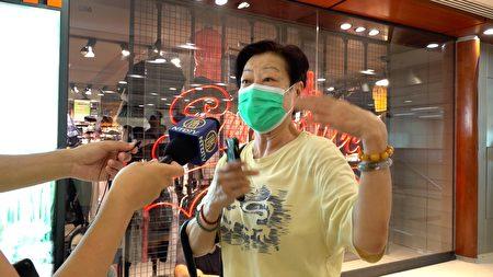 9月7日,香港市民痛罵港警,他們懷疑警察831在太子站殺人。(梁珍/大紀元)