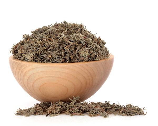 茵陈蒿又名茵陈,可清湿热、利尿,有助于消除水毒引起的水肿。(Shutterstock)