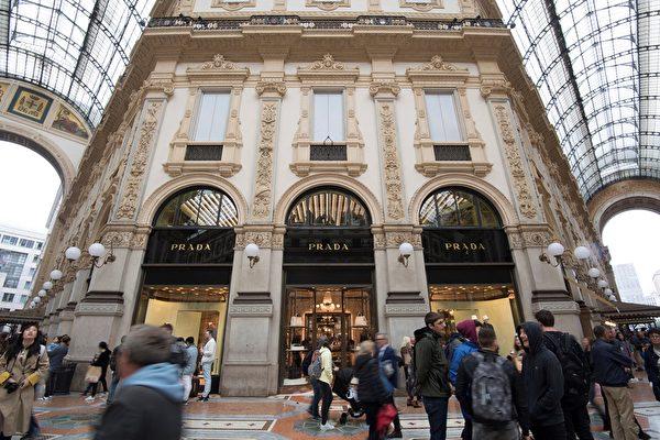 意大利米蘭的普拉達商店 。(Miguel MEDINA/AFP)