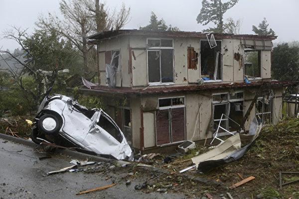 圖為千葉縣10月12日受損情況。(STR/JIJI PRESS/AFP)