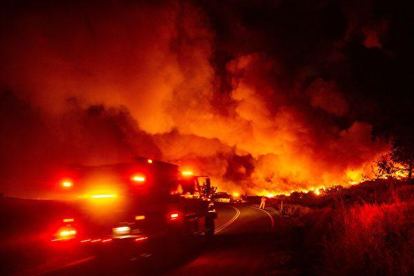 加州消防員同大火作戰 場面形同地獄之行