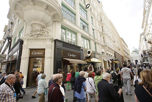 維也納一家卡地亞專賣店。 (Photo by DIETER NAGL/AFP)