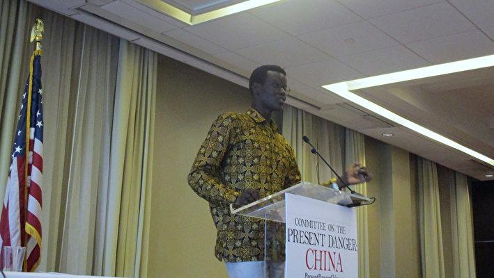 非洲國家南蘇丹的國際政策顧問Akol Nyok Akol Dok表示,「中共正在操控非洲。」(李辰/大紀元)