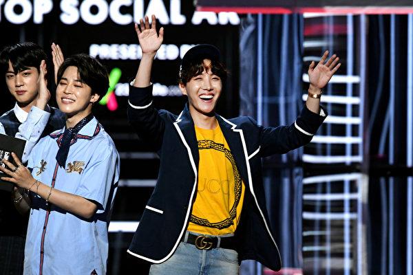 j-hope《鸡汤面》入告示牌Hot 100榜 BTS第一人