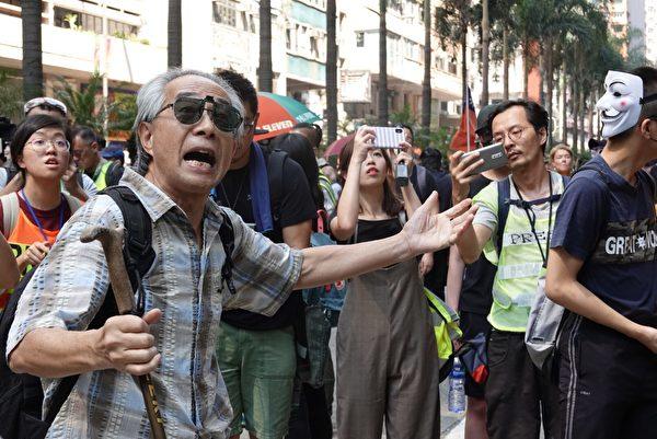 2019年10月1日,在香港遊行至灣仔。(余鋼/大紀元)