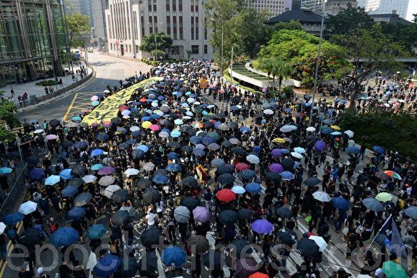 """中国年轻人对共产党的""""苦恋""""何时觉醒?"""