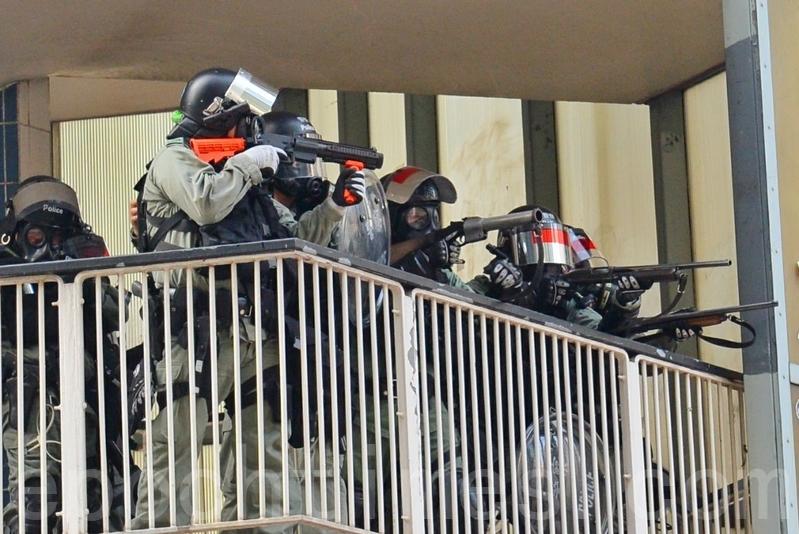 催淚彈橫飛 不斷開槍 港警被罵將民眾當活靶