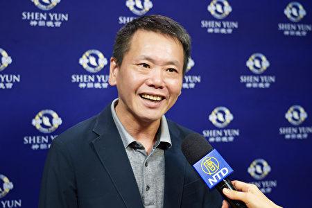 2019年10月2日晚間,立法委員林為洲觀賞神韻交響樂團在新竹市文化局演藝廳的演出。(龔安妮/大紀元)