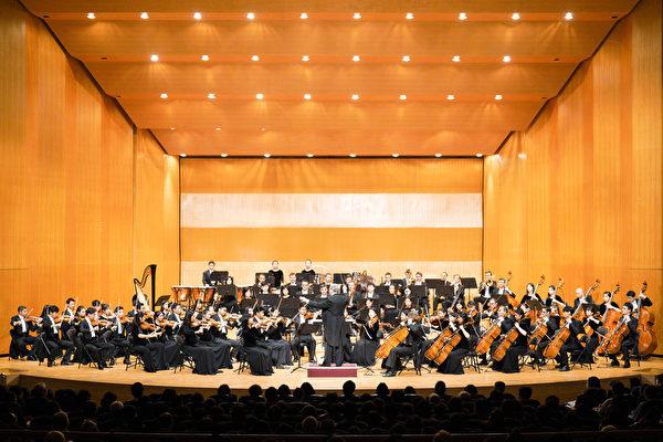 2019年10月2日晚間,神韻交響樂團在新竹市文化局演藝廳演出。(龔安妮/大紀元)