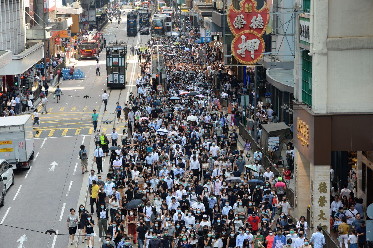 香港年輕一代:站出來抗暴政 是肩負的責任