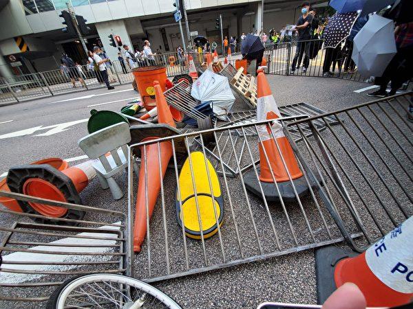 2019年10月4日下午,中環民耀街再被堵。(駱亞/大紀元)