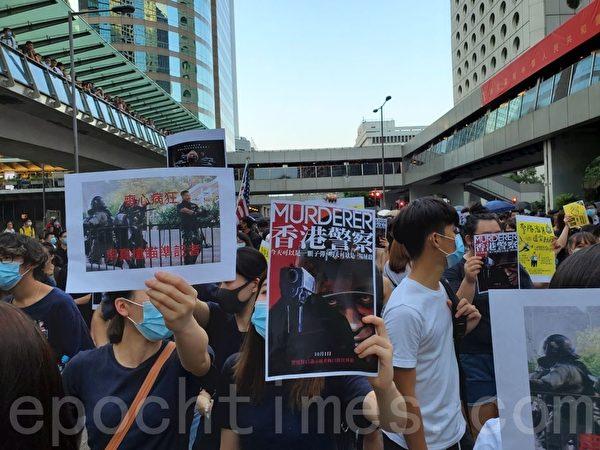 2019年10月4日,香港民間在中環發起「反緊急法遊行」,表達反對《禁蒙面法》及表達「五大訴求 缺一不可」的要求。(駱亞/大紀元)